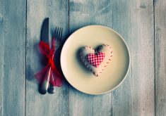 Heart Plate Table Wooden Fork Pink 4K Wallpaper