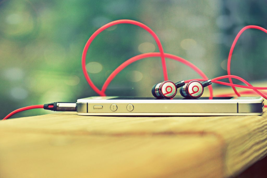 Music iPhone Beats Red Headset 4K Wallpaper