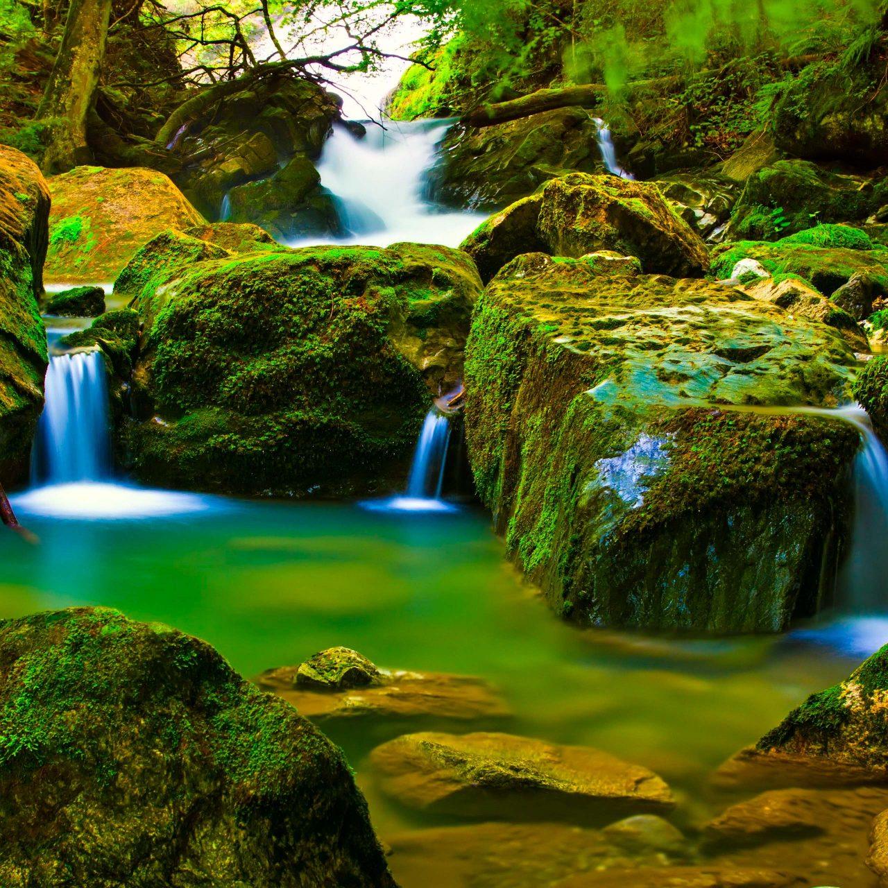 Smartphone Wallpaper 4k Nature: River Water Green Rocks Nature 4K Wallpaper