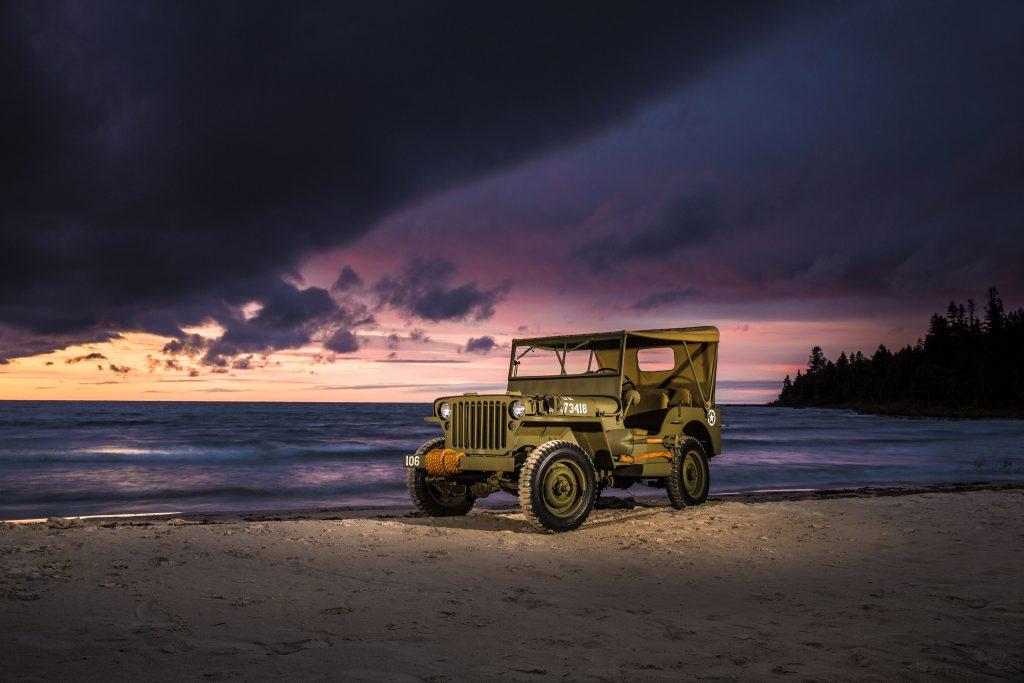 Car Jeep Ocean Water Sunset Green 4K Wallpaper
