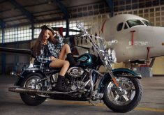 Fashion Girl Bike Harley-Davidson Blue 4K Wallpaper