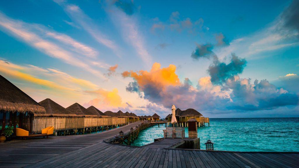 Halaveli Maldives Blue Ocean Water Sky 4K Wallpaper