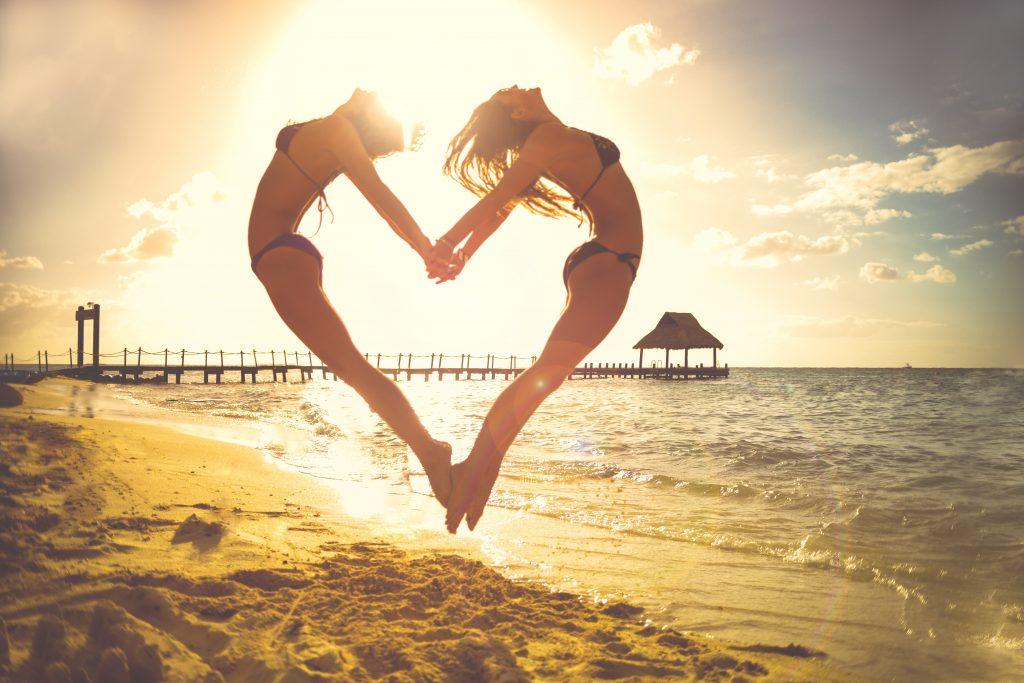 Beach Ocean Heart Girls 5K Wallpaper