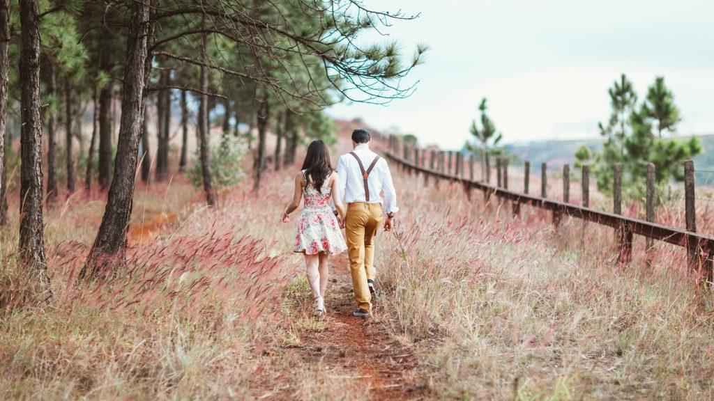 Couple Holding Hands 5K Wallpaper