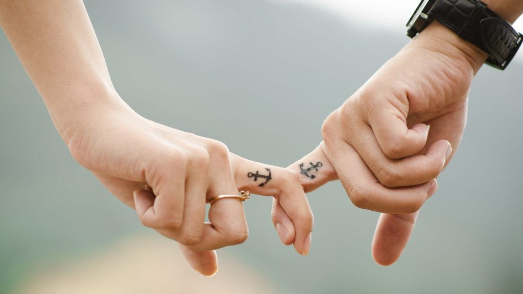 Love Hands Romantic Couple 4K Wallpaper