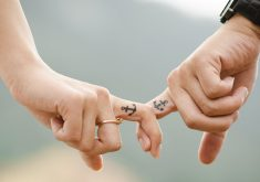Love Hands Romantic Couple 4K Wallpaper